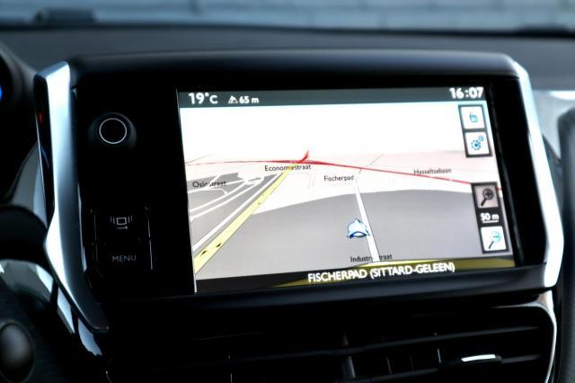 Peugeot 2008 1.6 VTi Allure Navi/Clima/Park Assist