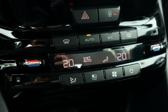 Peugeot 2008 1.2 PureTech Allure Navi/Clima/VOLAUTOMAAT