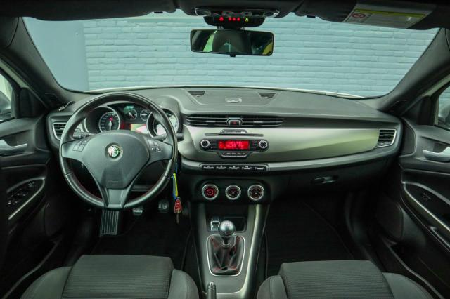 Alfa Romeo Giulietta 1.4 T Veloce Clima/Parkeersensoren/17inch
